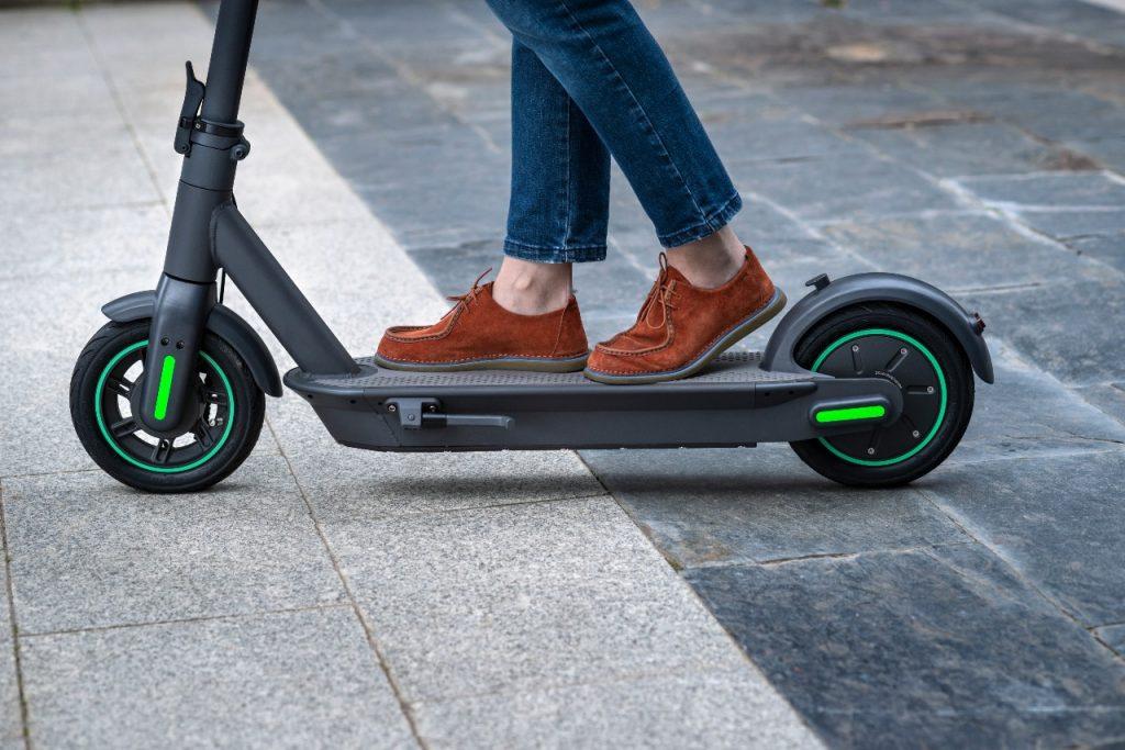 Patinete eléctrico You-Go XL foto detalle de las ruedas. Patinete con mucha autonomía.