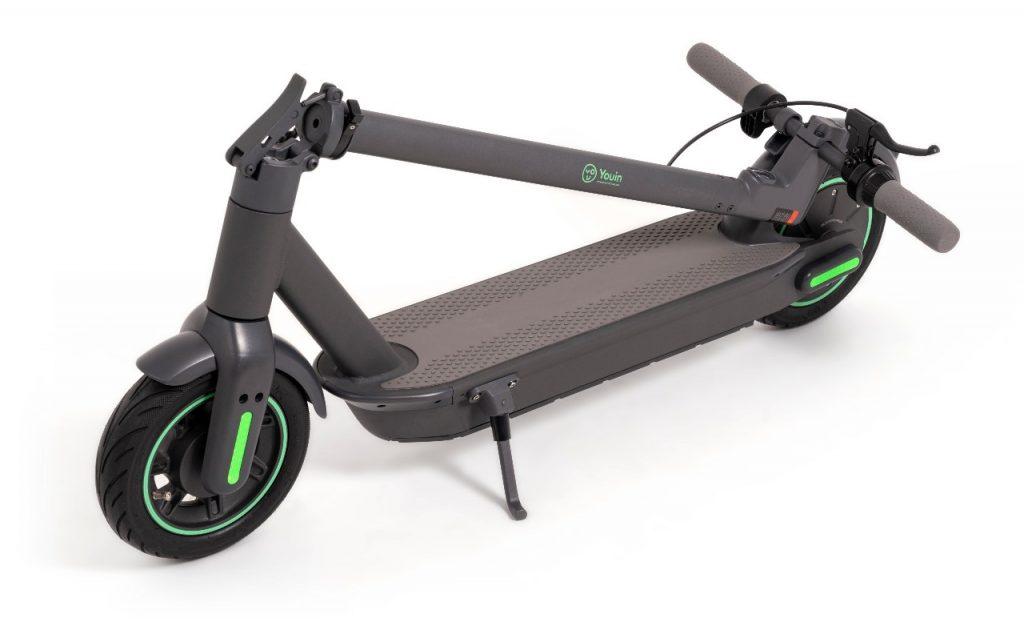 ¿Cómo funciona un patinete eléctrico? Tanto el motor como la batería se suelen situar en la base del patinete. En la imagen, el You-Go XL de Youin.