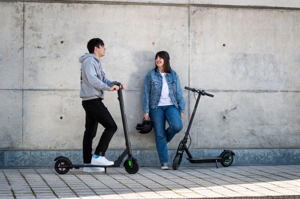 ¿Cómo cargar un patinete eléctrico?