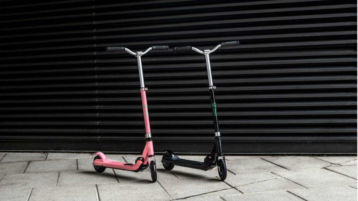 Patinete eléctrico para niños. Modelos You-Go S rosa y negro de Youin.
