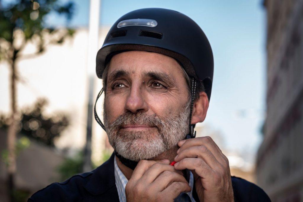 ¿Es obligatorio llevar casco circulando en bicicleta eléctrica?